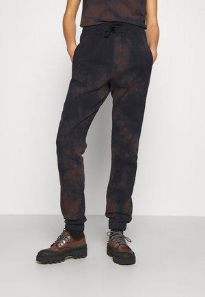 CLASSIC JOGGER PANTS - Teplákové kalhoty - midnight