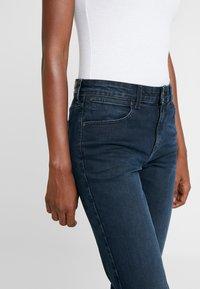 Wrangler - BODY BESPOKE - Jeans Straight Leg - blue skies - 3