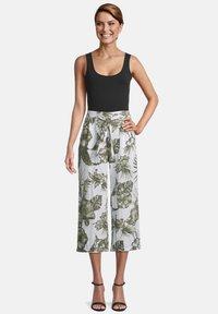 Betty Barclay - MIT BUNDFALTEN - Trousers - white/green - 1