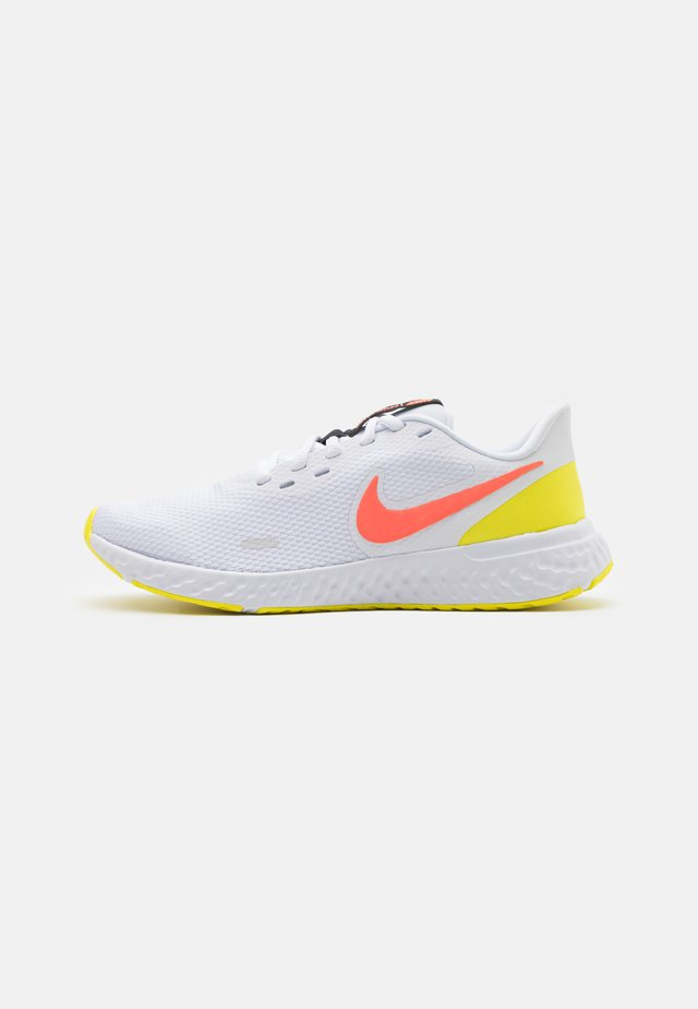 REVOLUTION 5 - Neutral running shoes - white/bright mango/light voltage yellow/black