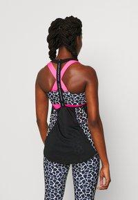 Pink Soda - DECO TANK - T-shirt sportiva - black/white - 2