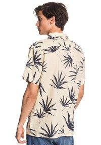 Quiksilver - DELI PALM - Shirt - parchment deli palm - 2