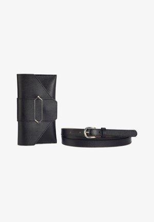 MIT TASCHE - Belt - black