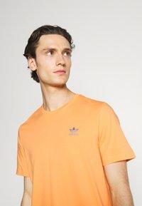 adidas Originals - ESSENTIAL TEE - T-shirt - bas - hazy orange - 3