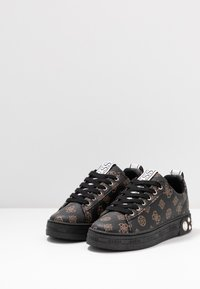 Guess - RIVET - Joggesko - brown/ocra - 4