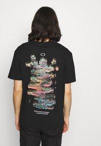 Criminal Damage - DNA TEE - T-shirt imprimé - black - 2