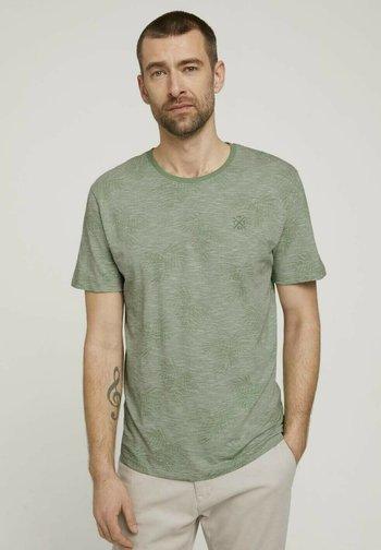 T-shirt med print - pistachio white stripe