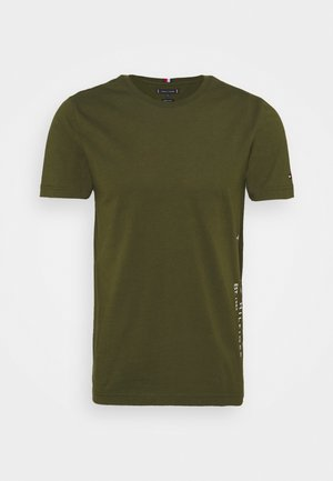 FLAG SIDE TEE - Print T-shirt - olivewood