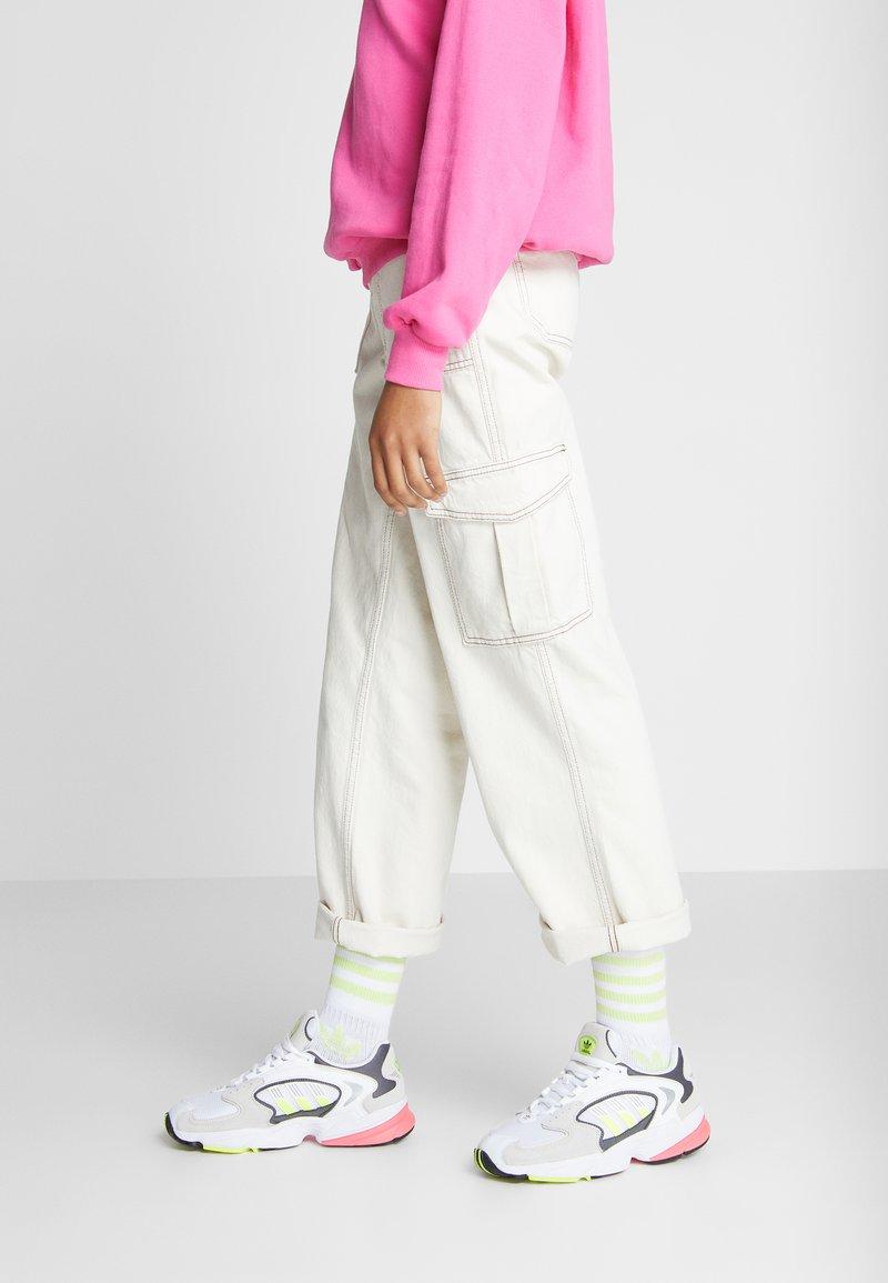 adidas Originals - FALCON 2000 - Sneakersy niskie - solar yellow/raw white