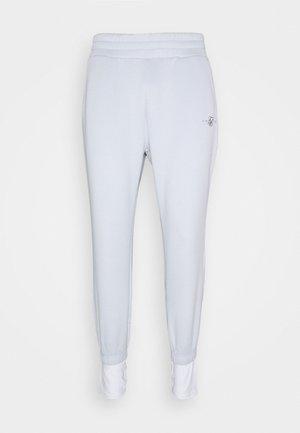 TRANQUIL DUAL CUFF PANTS - Pantalones deportivos - light blue/white
