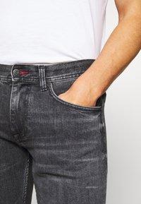 Tommy Hilfiger - SLIM BLEECKER AGAR  - Slim fit jeans - black denim - 4