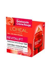 L'Oréal Paris - REVITALIFT ENERGISING RED DAY CREAM - Face cream - - - 4