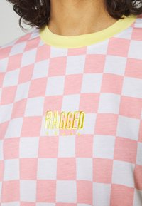 The Ragged Priest - PUNKED TEE - Print T-shirt - pink/white - 4