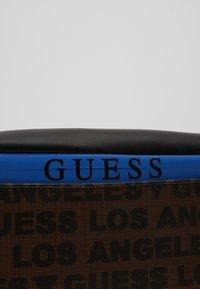 Guess - DAN BUM BAG - Riñonera - brown - 3