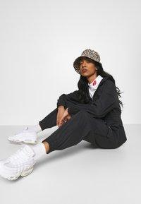 Nike Sportswear - UTILITY - Combinaison - black/white - 3