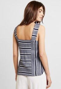 Vince Camuto - LIKE STRIPE TANK - Toppe - classic navy - 2