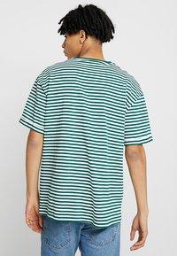 KIOMI - T-shirts print - white/dark green - 2