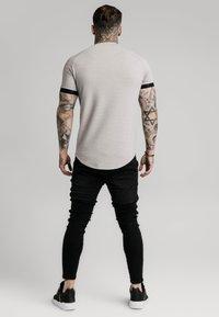 SIKSILK - RAGLAN TECH TEE - Print T-shirt - grey - 2