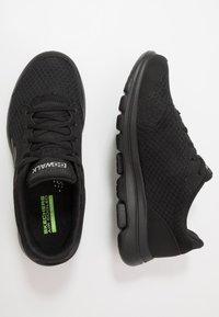 Skechers Performance - GO WALK 5  QUALIFY - Chaussures d'entraînement et de fitness - black - 1