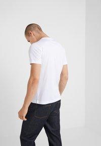 EA7 Emporio Armani - Print T-shirt - white - 2