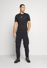 Oakley - BARK NEW - Basic T-shirt - black - 1