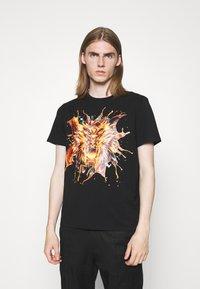 Just Cavalli - EXCLUSIVE - Print T-shirt - black - 0