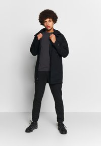 Columbia - LOGO JOGGER - Spodnie treningowe - black/city grey - 1