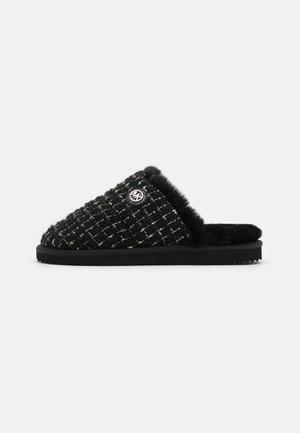 JANIS - Domácí obuv - black