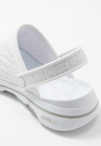 Skechers Performance - GO WALK 5 - Chanclas de baño - white - 5