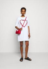 Love Moschino - Sukienka z dżerseju - optical white - 1