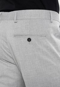 Selected Homme - SHDNEWONE MYLOLOGAN SLIM FIT - Traje - light grey melange - 9