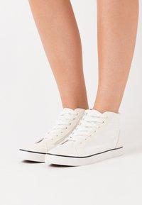 Rubi Shoes by Cotton On - JOEY - Vysoké tenisky - white - 0
