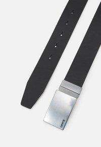 Levi's® - REVERSIBLE MINIMAL PLAQUE BELT - Belt - regular black - 2