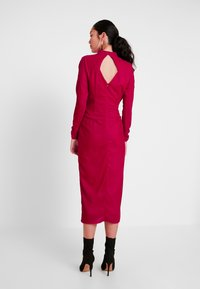 Hope & Ivy Tall - RUCHED SHOULDER AND WAIST DETAIL MIDI DRESS - Juhlamekko - red - 2