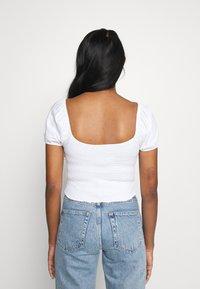 Hollister Co. - CAP SLEEVE SMOCK - Camiseta estampada - white - 2