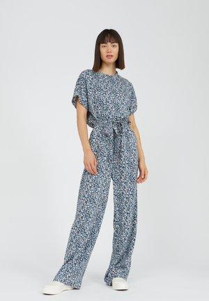 VIBEKKAA PRIMROSE - Jumpsuit - foggy blue