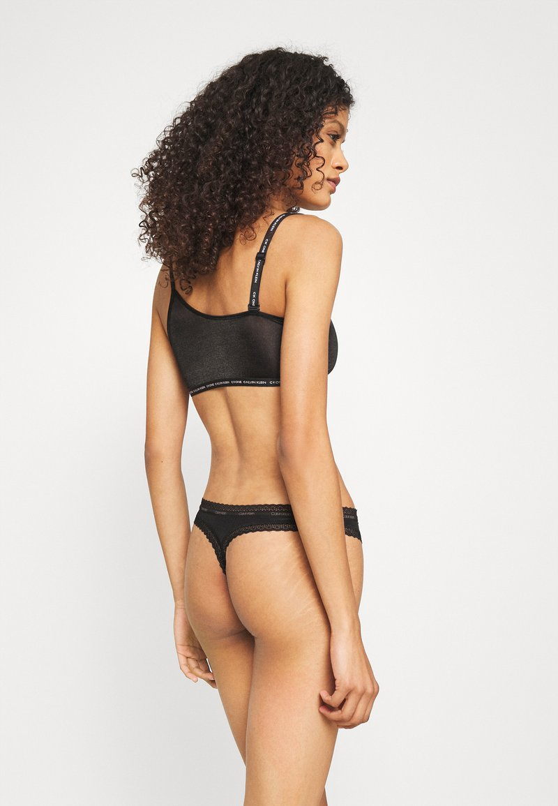 Calvin Klein Underwear - BOTTOMS UP REFRESH THONG - Stringit - black