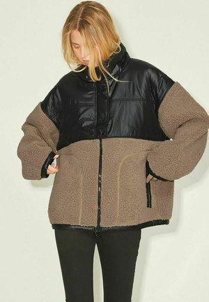 JXBECKY - Fleece jacket - black