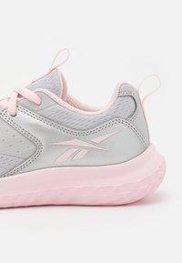 Reebok - RUSH RUNNER 4.0 UNISEX - Neutral running shoes - solid grey/silver metallic/porcelain pink - 5