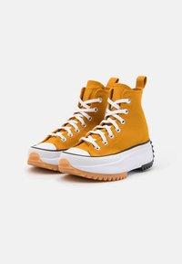 Converse - RUN STAR HIKE - Zapatillas altas - saffron yellow/white/black - 5