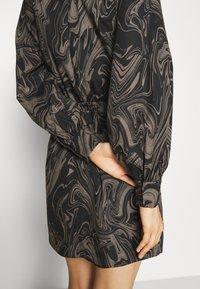 Bruuns Bazaar - ZAZZE DRESS ALINE - Denní šaty - marbell - 5