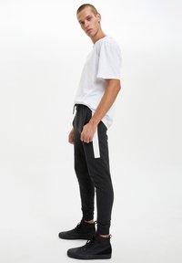 DeFacto - Pantaloni sportivi - anthracite - 3