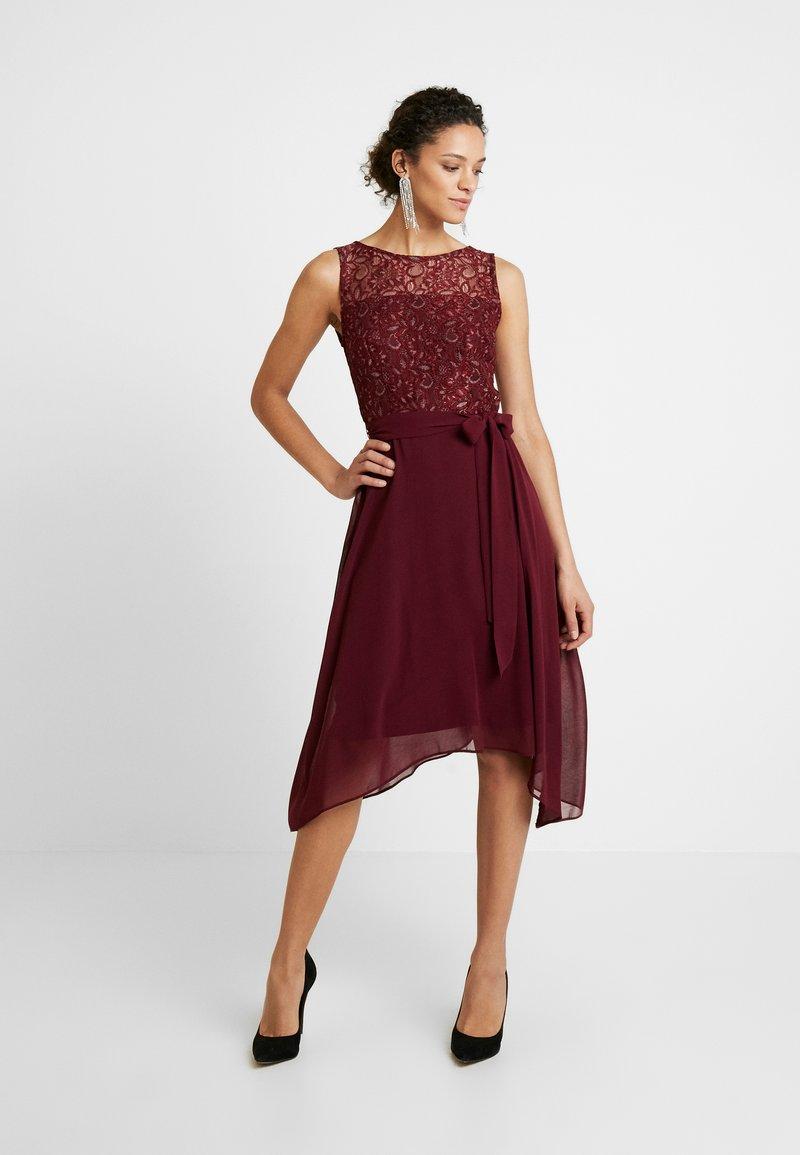 Dorothy Perkins - HANKY MIDI DRESS - Robe de soirée - berry
