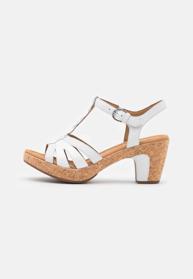 Sandalen met plateauzool - weiß