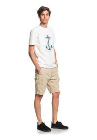 Quiksilver - SAVIORS ROAD - T-shirt con stampa - snow white - 1