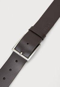 HUGO - GIASPO - Pásek - dark brown - 3