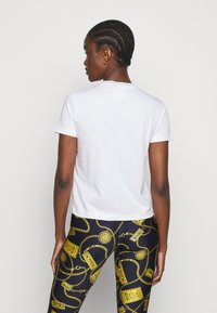 Versace Jeans Couture - LADY - Print T-shirt - optical white/gold - 2