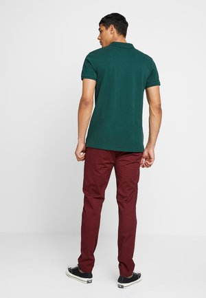 STUART CLASSIC SLIM FIT - Chinos - bordeaux