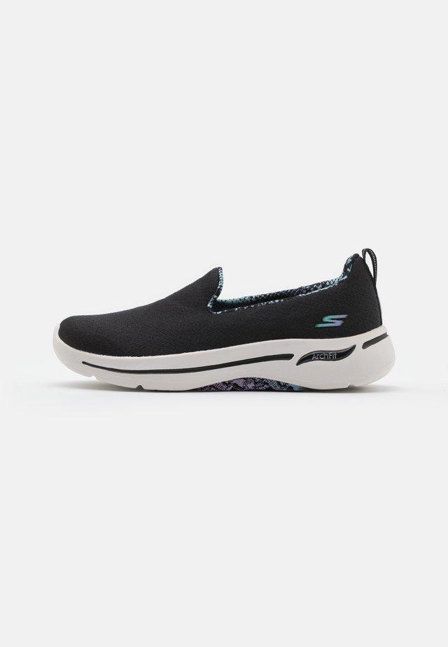 GO WALK ARCH FIT - Walking trainers - black