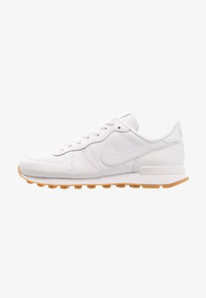 INTERNATIONALIST - Matalavartiset tennarit - white